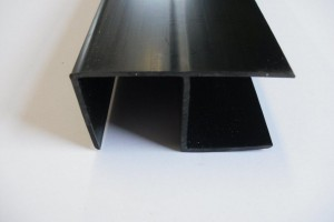 Corner profile for click and fix plastic planks